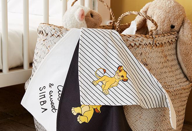 chambre bb le roi lion fabulous stickers chambre bb paysage lionceau et soleil loading zoom. Black Bedroom Furniture Sets. Home Design Ideas